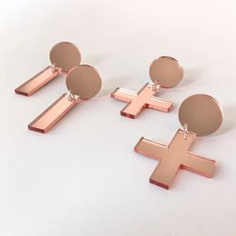 Rose Gold Dots (vas.) ja Rose Gold Cross (oik.)